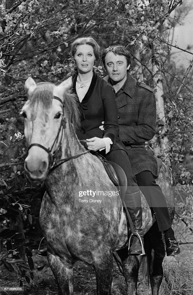 Actors Nyree Dawn Porter (1936 - 2001) and Robert Vaughn who are to star together in a new British television series, 'The Protectors', UK, 2nd November 1971. The series was created by Gerry Anderson.