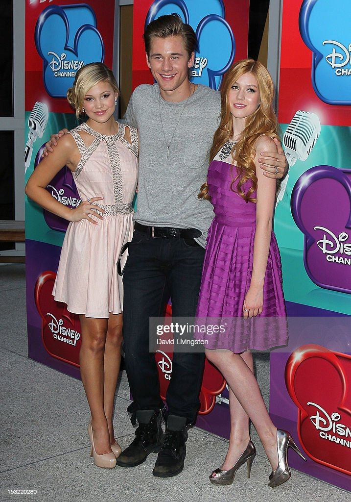 who is olivia holt dating october 2012 Luke aaron benward (born may 12, 1995) is an american actor and singer he is known for his first starring role as billy forrester in how to eat fried worms (2006), and as charlie tuttle in minutemen (2008).
