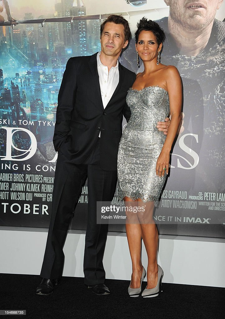 Actors Olivier Martinez and Halle Berry arrive at Warner Bros. Pictures' 'Cloud Atlas' premiere at Grauman's Chinese Theatre on October 24, 2012 in Hollywood, California.