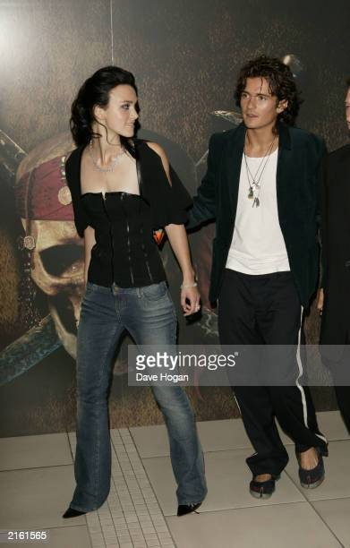 Actors Orlando Bloom and Keira Knightley arrive at the London premiere of Pirates of the Caribbean The Curse of the Black Pearl at the Odeon...