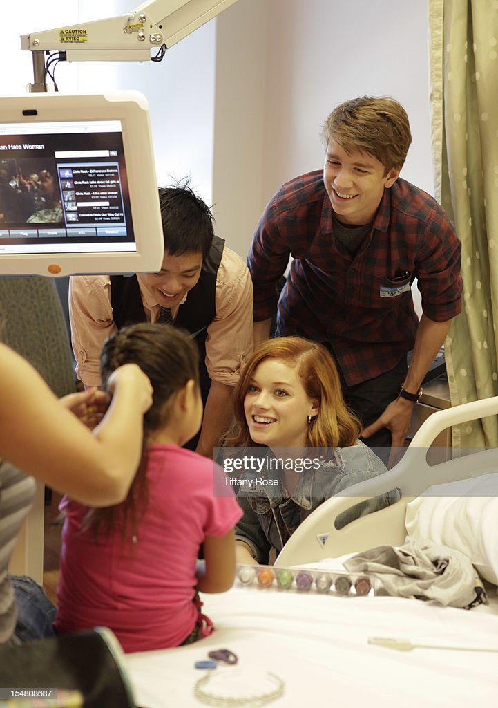 Actors Osric Chau Jane Levy and Thomas Mann meet with a patient at 'Fun Size' Special Screening At Children's Hospital Los Angeles at Childrens...
