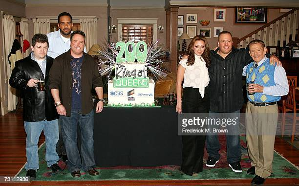 Actors Patton Oswalt Victor Williams Gary Valentine Leah Remini Kevin James and Jerry Stiller attend the 'King of Queens' party celebrating the...