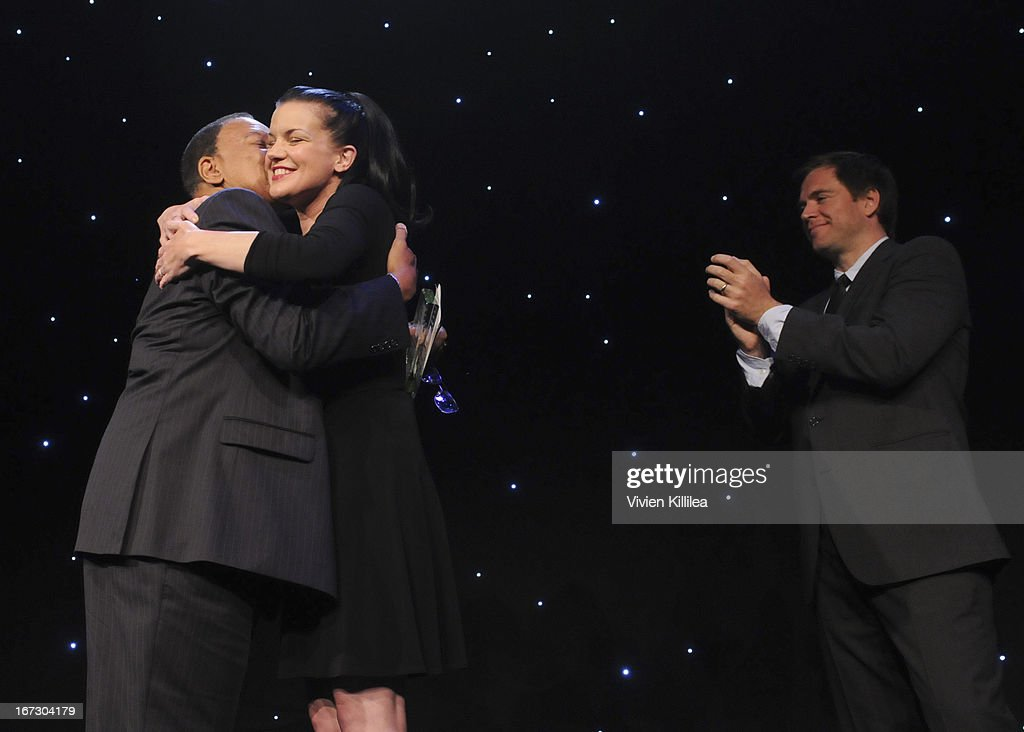Actors Pauley Perrette (C) and Michael Weatherly (R) present producer Charles F. Johnson (L) with the Creative Vision Award during Liberty Hill's Upton Sinclair Awards Dinner Honors - Show at The Beverly Hilton Hotel on April 23, 2013 in Beverly Hills, California.