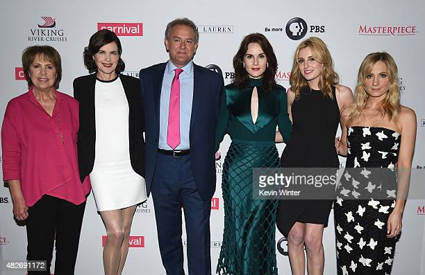 Actors Penelope Wilton Elizabeth McGovern Hugh Bonneville Michelle Dockery Laura Carmichael and Joanne Froggatt attend the 'Downton Abbey' cast photo...