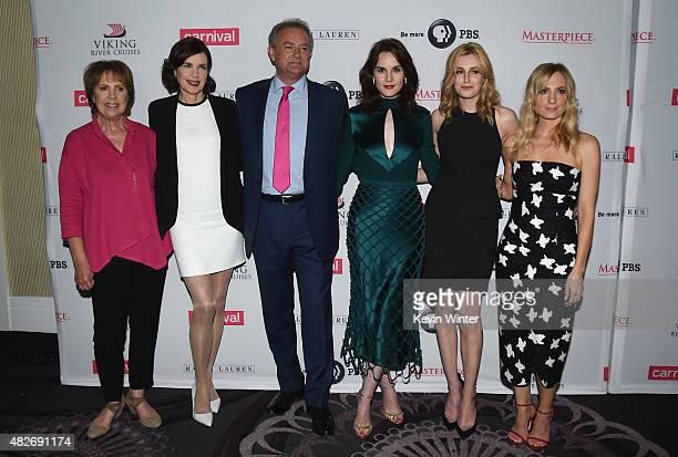 Actors Penelope Wilton Elizabeth McGovern Hugh Bonneville Michelle Dockery Laura Carmichael and Joanne Froggatt attend the 'Downton Abbey' cast photo...
