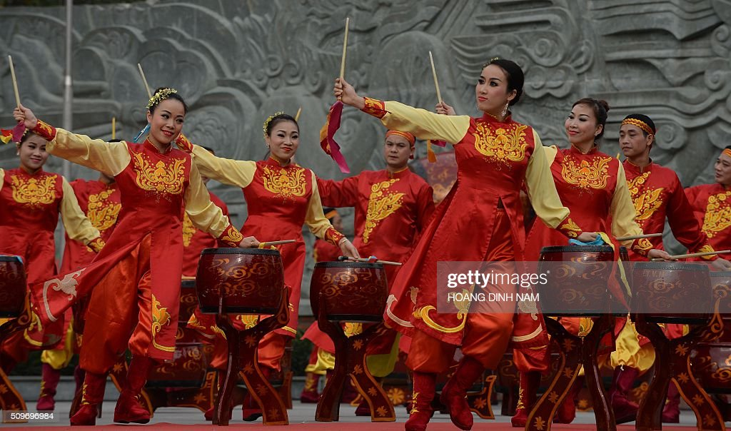 Actors perform with drums during a ceremony marking the 227th anniversary of the Vietnam's Dong Da-Ngoc Hoi victory over China's Qing dynasty's troops in 1789 at a memorial monument to Vietnamese King Quang Trung (1788-1792), winner of the war, in Hanoi on February 12, 2016. AFP PHOTO / HOANG DINH Nam / AFP / HOANG DINH NAM