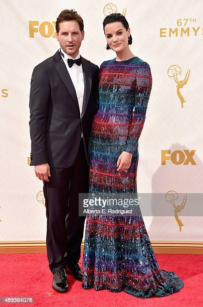 Actors Peter Facinelli and Jaimie Alexander attend the 67th Emmy Awards at Microsoft Theater on September 20 2015 in Los Angeles California 25720_001