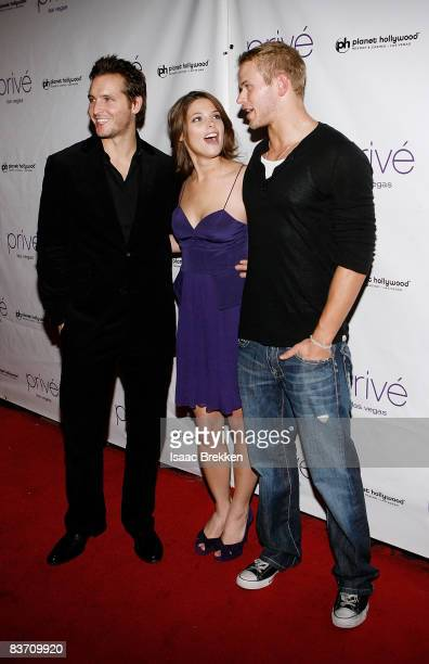 Actors Peter Facinelli Ashley Greene and Kellan Lutz arrive at the 'Twilight' movie release party at Prive Las Vegas on November 15 2008 in Las Vegas...