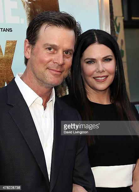 Actors Peter Krause and Lauren Graham attend the premiere of Warner Bros Pictures and MetroGoldwynMayer Pictures' 'Max' at the Egyptian Theatre on...