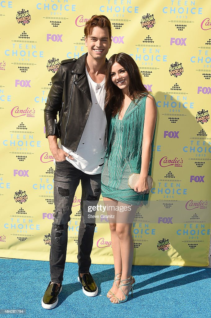Actors Pierson Fode (L) and Victoria Justice attend the Teen Choice Awards 2015 at the USC Galen Center on August 16, 2015 in Los Angeles, California.