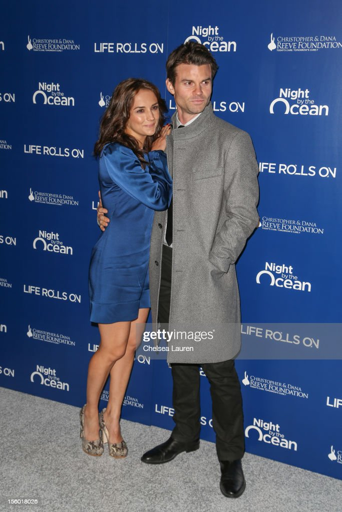 Actors <a gi-track='captionPersonalityLinkClicked' href=/galleries/search?phrase=Rachael+Leigh+Cook&family=editorial&specificpeople=208121 ng-click='$event.stopPropagation()'>Rachael Leigh Cook</a> (L) and <a gi-track='captionPersonalityLinkClicked' href=/galleries/search?phrase=Daniel+Gillies&family=editorial&specificpeople=675058 ng-click='$event.stopPropagation()'>Daniel Gillies</a> arrive at the Life Rolls On foundation's 9th annual 'Night by the Ocean' gala at Ritz Carlton Hotel on November 10, 2012 in Marina del Rey, California.