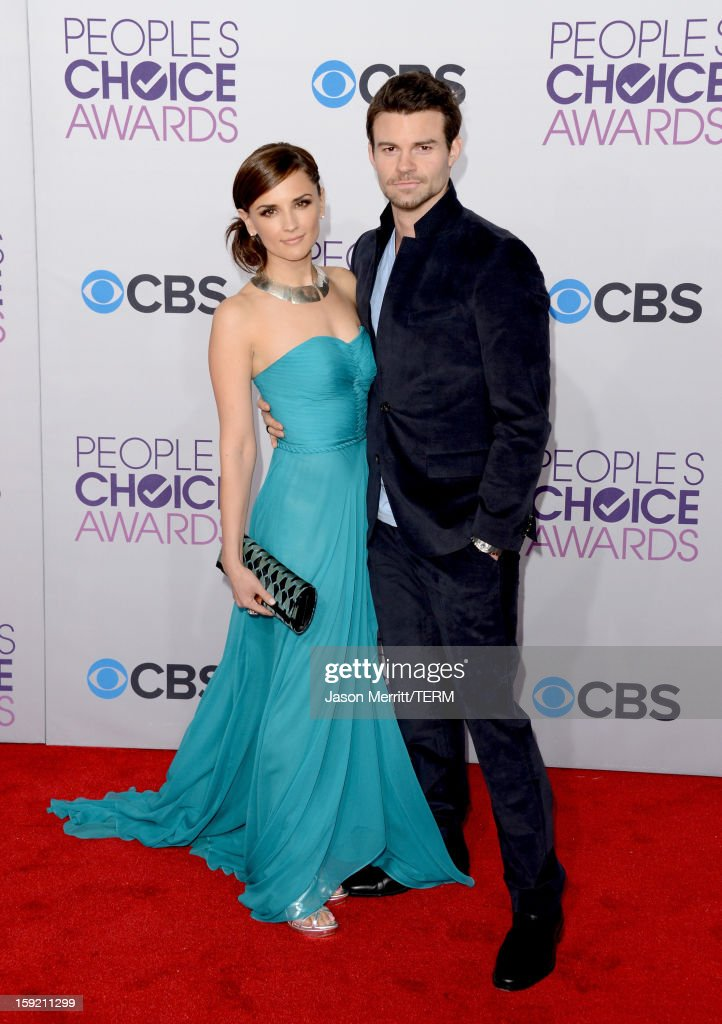 Actors <a gi-track='captionPersonalityLinkClicked' href=/galleries/search?phrase=Rachael+Leigh+Cook&family=editorial&specificpeople=208121 ng-click='$event.stopPropagation()'>Rachael Leigh Cook</a> and <a gi-track='captionPersonalityLinkClicked' href=/galleries/search?phrase=Daniel+Gillies&family=editorial&specificpeople=675058 ng-click='$event.stopPropagation()'>Daniel Gillies</a> attend the 34th Annual People's Choice Awards at Nokia Theatre L.A. Live on January 9, 2013 in Los Angeles, California.