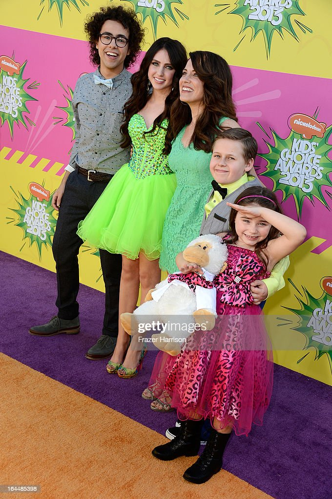 Actors (L-R) Ramy Youssef, Ryan Newman, <a gi-track='captionPersonalityLinkClicked' href=/galleries/search?phrase=Alanna+Ubach&family=editorial&specificpeople=2526740 ng-click='$event.stopPropagation()'>Alanna Ubach</a>, Jackson Brundage and Bailey Michelle Brown arrive at Nickelodeon's 26th Annual Kids' Choice Awards at USC Galen Center on March 23, 2013 in Los Angeles, California.