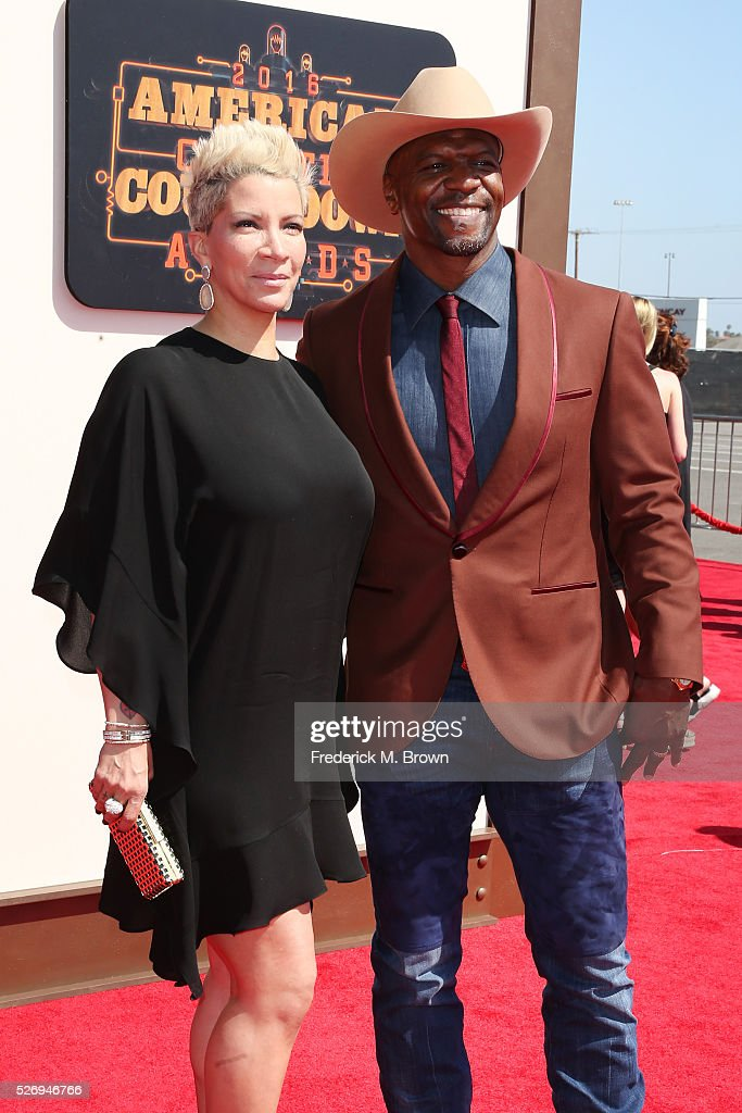 Actors Rebecca King-Crews (L) and Terry Crews attend the 2016 American Country Countdown Awards at The Forum on May 1, 2016 in Inglewood, California.