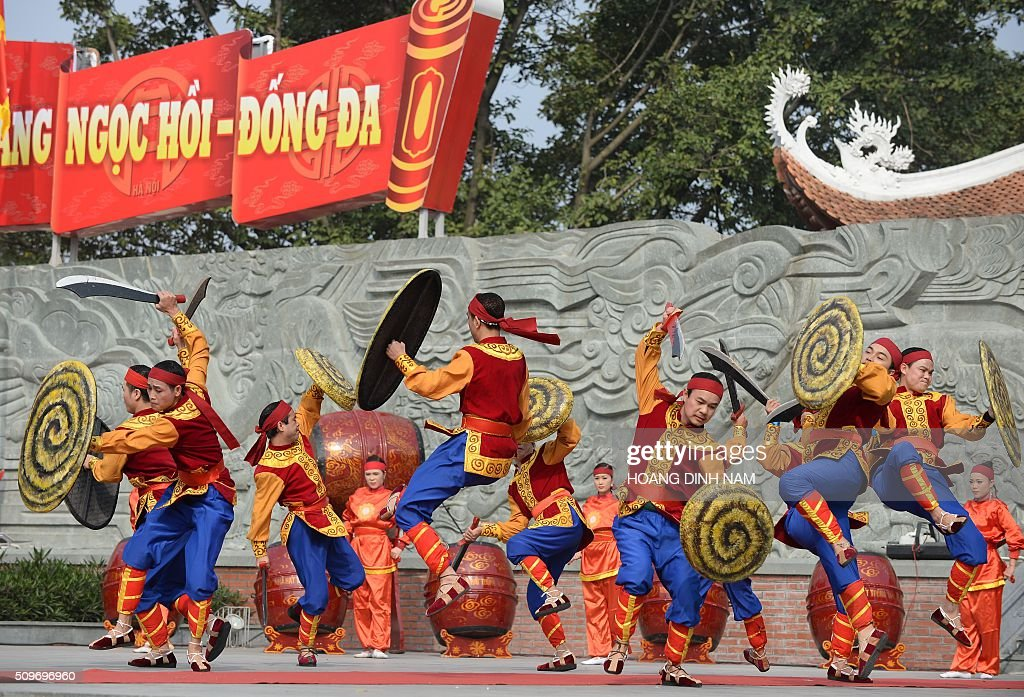 Actors re-enact combatting scenes by Vietnamese troops during a ceremony marking the 227th anniversary of the Vietnam's Dong Da-Ngoc Hoi victory over China's Qing dynasty's troops in 1789 at a memorial monument to Vietnamese King Quang Trung (1788-1792), winner of the war, in Hanoi on February 12, 2016. AFP PHOTO / HOANG DINH Nam / AFP / HOANG DINH NAM