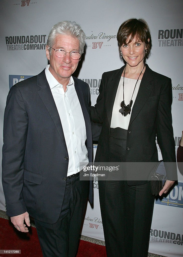 Actors <a gi-track='captionPersonalityLinkClicked' href=/galleries/search?phrase=Richard+Gere&family=editorial&specificpeople=202110 ng-click='$event.stopPropagation()'>Richard Gere</a> and <a gi-track='captionPersonalityLinkClicked' href=/galleries/search?phrase=Carey+Lowell&family=editorial&specificpeople=211361 ng-click='$event.stopPropagation()'>Carey Lowell</a> attend The Roundabout Theatre 2012 Spring Gala 'From Screen to Stage' dinner and auction at the Hammerstein Ballroom on March 12, 2012 in New York City.