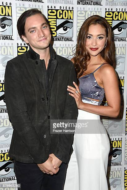 Actors Richard Harmon and Lindsey Morgan attends 'The 100' Press Line during ComicCon International 2016 at Hilton Bayfront on July 22 2016 in San...