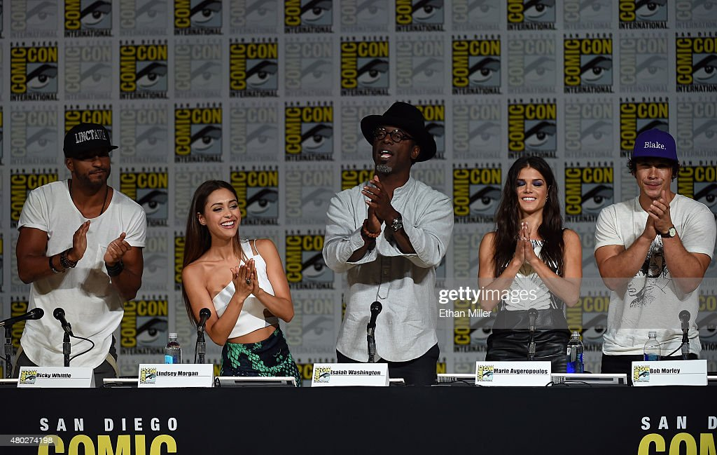 Actors Ricky Whittle Lindsey Morgan Isaiah Washington Marie Avgeropoulos and Bob Morley attend a special video presentation and panel for 'The 100'...