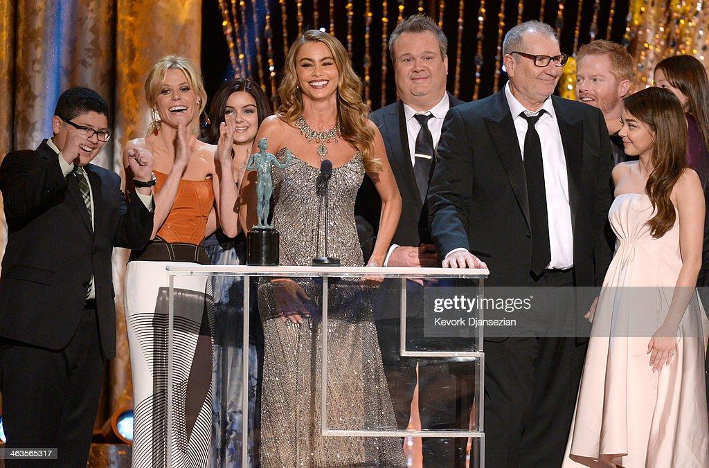 Actors Rico Rodriguez Julie Bowen Ariel Winter Sofia Vergara Eric Stonestreet Ed O'Neill Jesse Tyler Ferguson and Sarah Hyland accept the Outstanding...