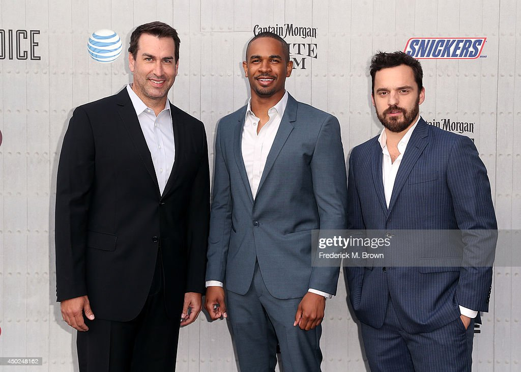 Actors <a gi-track='captionPersonalityLinkClicked' href=/galleries/search?phrase=Rob+Riggle&family=editorial&specificpeople=2789494 ng-click='$event.stopPropagation()'>Rob Riggle</a>, <a gi-track='captionPersonalityLinkClicked' href=/galleries/search?phrase=Damon+Wayans+Jr.&family=editorial&specificpeople=748156 ng-click='$event.stopPropagation()'>Damon Wayans Jr.</a> and Jake Johnson attend Spike TV's 'Guys Choice 2014' at Sony Pictures Studios on June 7, 2014 in Culver City, California.