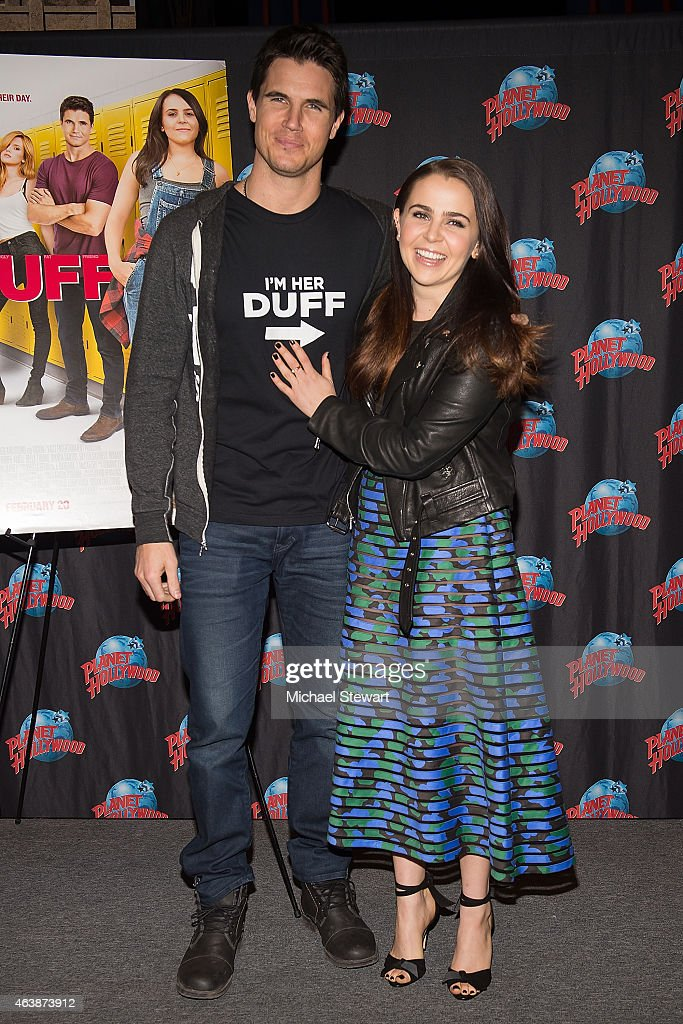 "The Cast Of ""The Duff"" Visit Planet Hollywood Times Square ..."