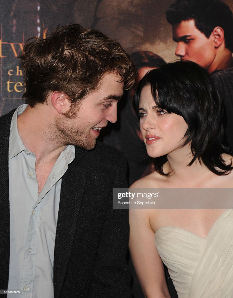 Actors <a gi-track='captionPersonalityLinkClicked' href=/galleries/search?phrase=Robert+Pattinson&family=editorial&specificpeople=734445 ng-click='$event.stopPropagation()'>Robert Pattinson</a> and <a gi-track='captionPersonalityLinkClicked' href=/galleries/search?phrase=Kristen+Stewart&family=editorial&specificpeople=2166264 ng-click='$event.stopPropagation()'>Kristen Stewart</a>attend the photocall for the Chris Weitz's film 'The Twilight Saga: New Moon' at Hotel Crillon on November 10, 2009 in Paris, France.