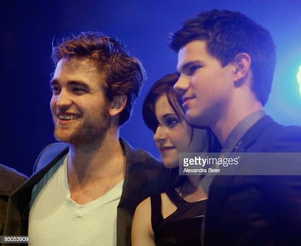 Actors Robert Pattinson Kristen Stewart and Taylor Lautner perform a scene of their new film 'The Twighlight Saga New Moon' during the HVB youth...