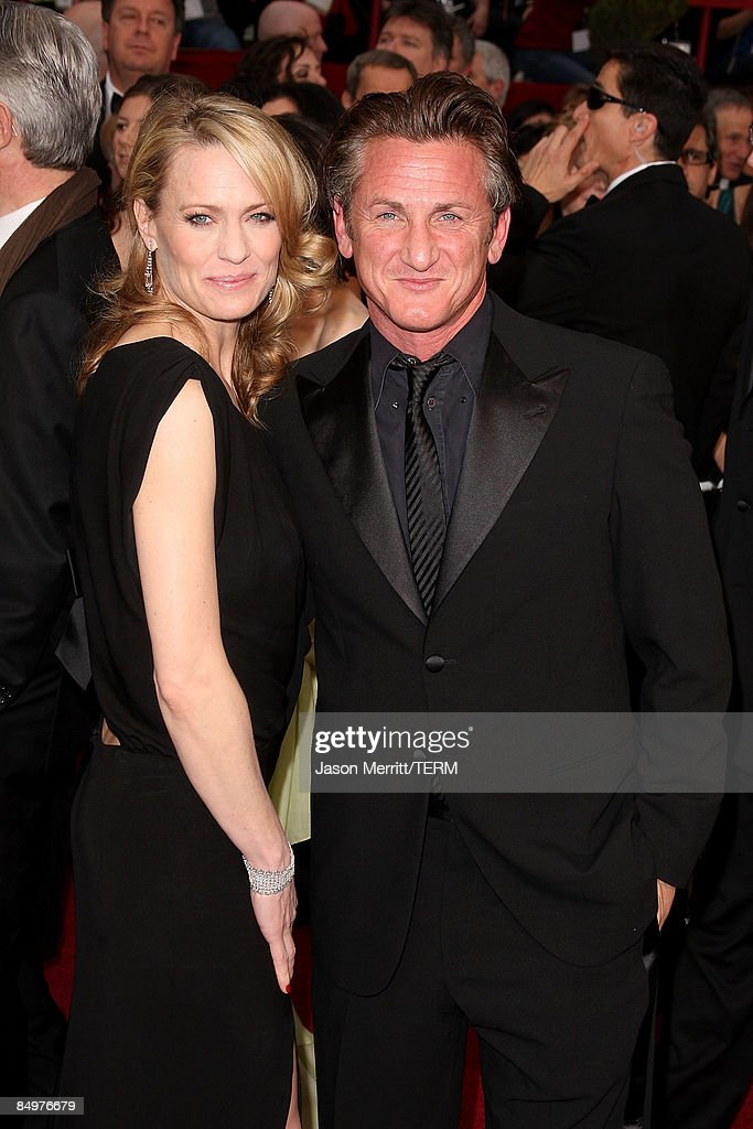 Actors Robin Wright Penn and Sean Penn arrive at the 81st Annual Academy Awards held at Kodak Theatre on February 22, 2009 in Los Angeles, California.