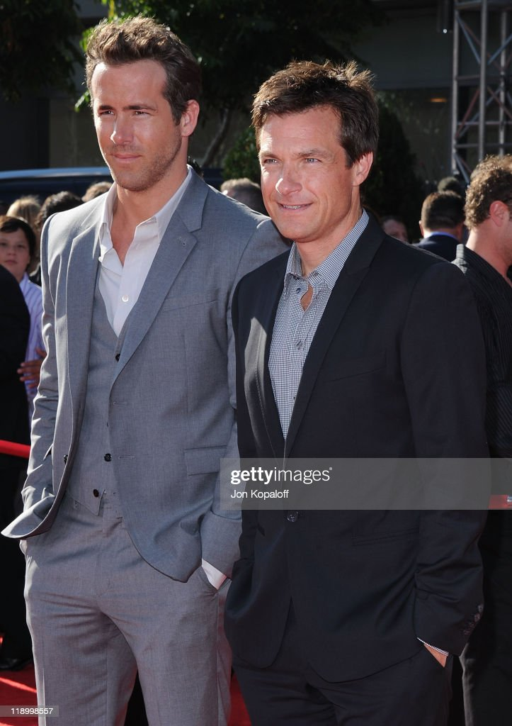 Actors Ryan Reynolds and Jason Bateman arrive at the 19th Annual ESPY Awards at Nokia Theatre L.A. Live on July 13, 2011 in Los Angeles, California.