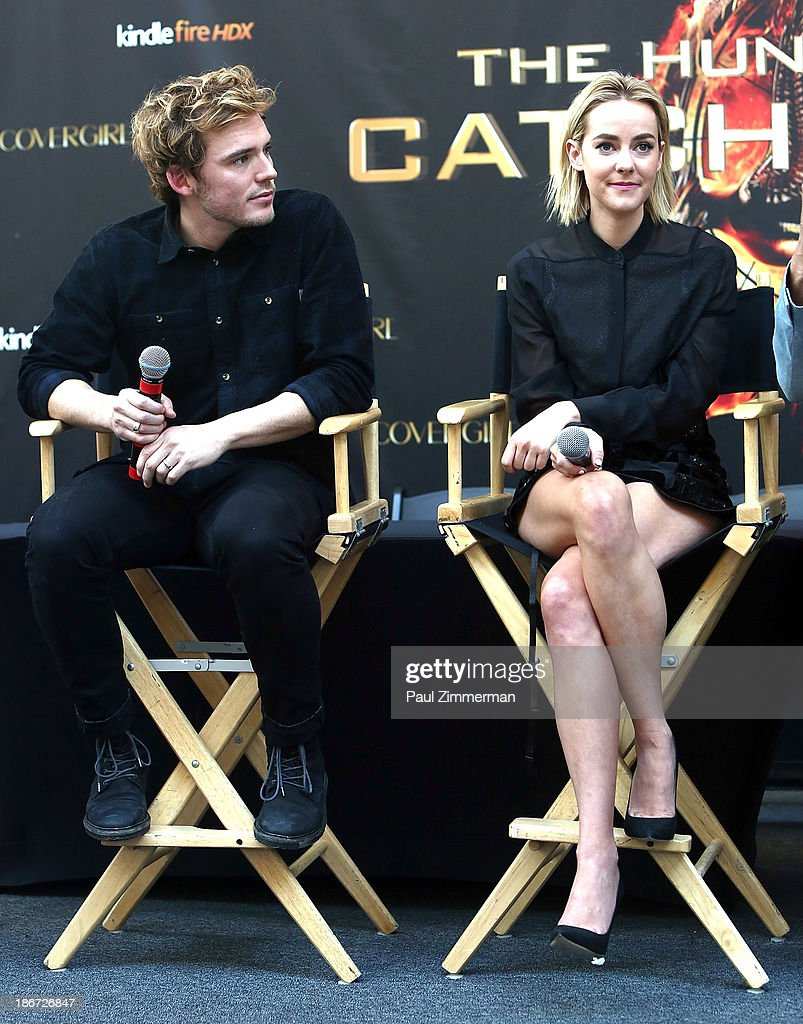 Actors <a gi-track='captionPersonalityLinkClicked' href=/galleries/search?phrase=Sam+Claflin&family=editorial&specificpeople=7238693 ng-click='$event.stopPropagation()'>Sam Claflin</a> (L) and <a gi-track='captionPersonalityLinkClicked' href=/galleries/search?phrase=Jena+Malone&family=editorial&specificpeople=216548 ng-click='$event.stopPropagation()'>Jena Malone</a> attend the 'The Hunger Games: Catching Fire' mall tour at Cherry Hill Mall on November 3, 2013 in Cherry Hill, New Jersey.