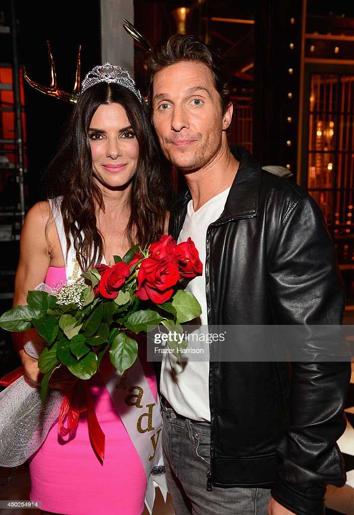 Actors Sandra Bullock (L) and Matthew McConaughey attend Spike TV's 'Guys Choice 2014' at Sony Pictures Studios on June 7, 2014 in Culver City, California.
