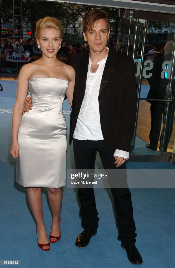Actors Scarlett Johansson and Ewan McGregor arrive at the UK Premiere of 'The Island' at the Odeon Leicester Square on August 7, 2005 in London, England.