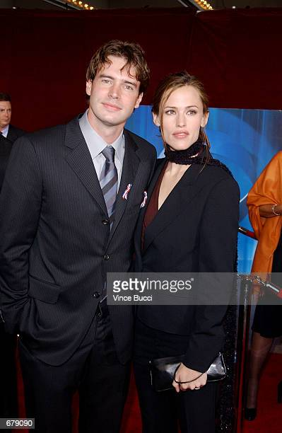 Actors Scott Foley and Jennifer Garner attend the 53rd Annual Primetime Emmy Awards at the Shubert Theater November 4 2001 in Los Angeles CA