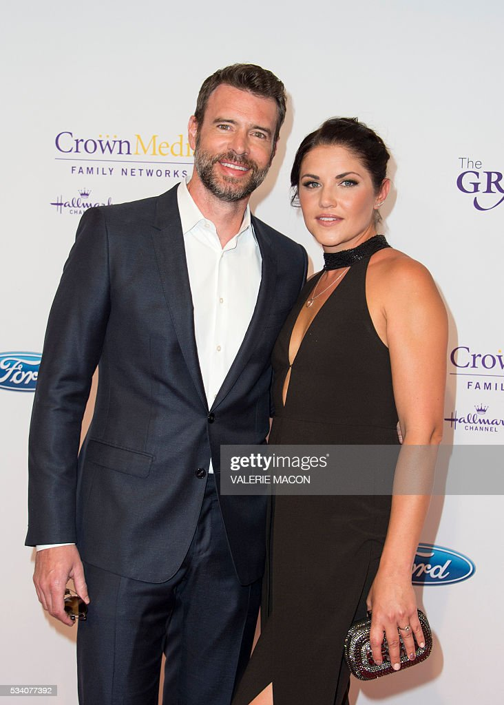 Actors Scott Foley (L) and Marika Dominczy attend the 41st Annual Gracies Awards Gala, in Beverly Hills, California, on May 24, 2016. / AFP / VALERIE