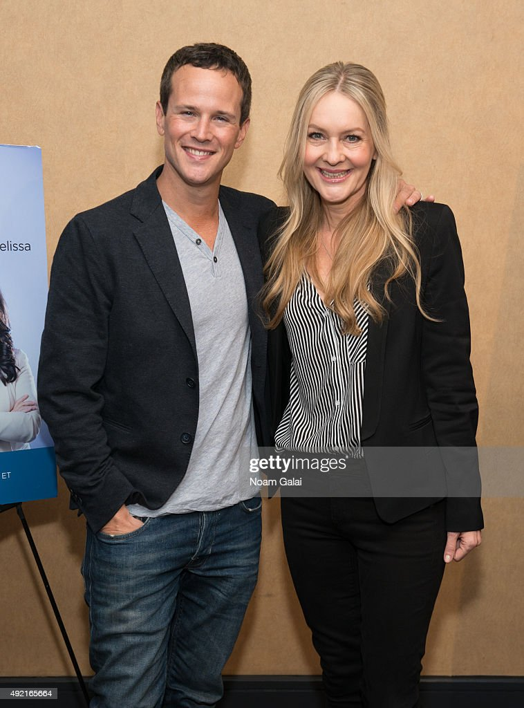 Actors Scott Weinger and Linda Larkin attend The MOMS Mamarazzi viewing of Disney's 'Aladdin' Diamond Edition at Chelsea Bow Tie Cinemas on October 10, 2015 in New York City.