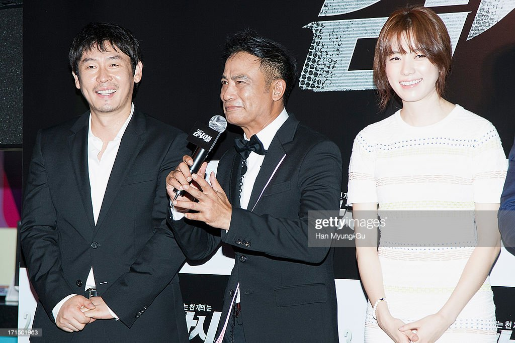 Actors Seol Kyung-Gu, <a gi-track='captionPersonalityLinkClicked' href=/galleries/search?phrase=Simon+Yam&family=editorial&specificpeople=560050 ng-click='$event.stopPropagation()'>Simon Yam</a> from China and <a gi-track='captionPersonalityLinkClicked' href=/galleries/search?phrase=Han+Hyo-Joo&family=editorial&specificpeople=4474825 ng-click='$event.stopPropagation()'>Han Hyo-Joo</a> attend during the 'Cold Eyes' VIP screening at Coex Mega Box on June 25, 2013 in Seoul, South Korea. The film will open on July 03 in South Korea.