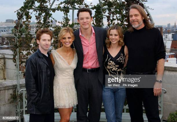actors Seth Green Sarah Michelle Gellar Linda Cardellini Matthew Lillard and director Raja Gosnell during a photocall to promote their new movie...