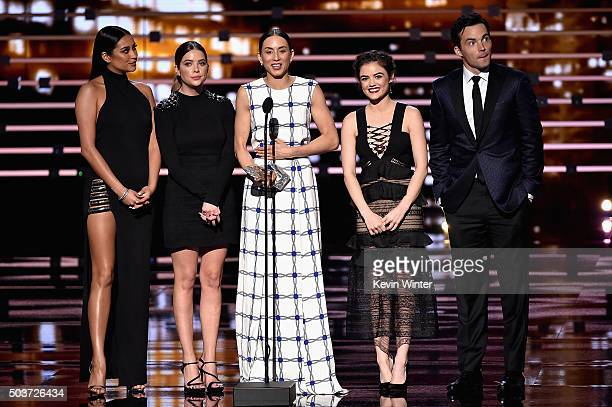 Actors Shay Mitchell Ashley Benson Troian Bellisario Lucy Hale and Ian Harding accept Favorite Cable TV Drama award for 'Pretty Little Liars' onstage...