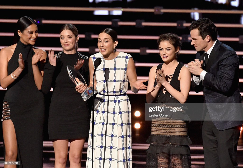 Actors Shay Mitchell, Ashley Benson, Troian Bellisario, Lucy Hale, and Ian Harding accept the Favorite Cable TV Drama award for 'Pretty Little Liars' onstage during the People's Choice Awards 2016 at Microsoft Theater on January 6, 2016 in Los Angeles, California.