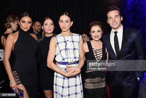 Actors Shay Mitchell Ashley Benson Troian Bellisario Lucy Hale and Ian Harding with the award for 'Favorite Cable TV Drama' attend the People's...