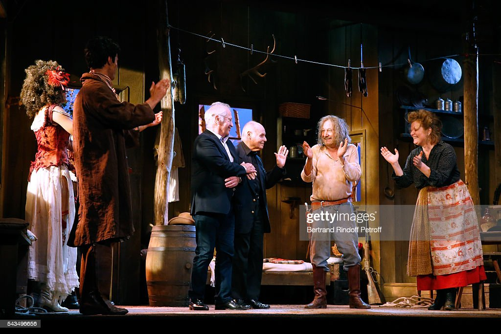 Actors Stefi Celma, Valentin de Carbonnieres, Stage Director of the Piece, Bernard Murat, Member of 'Academie francaise' and autor of the Piece, Rene de Obaldia, actors Francois Berleand and Anne Benoit acknowledge the applause of the audience at the end of 'Du vent dans les branches de Sassafras' Theater Play Live on France 2 TV Chanel. Held at Theatre Edouard VII on June 28, 2016 in Paris, France.