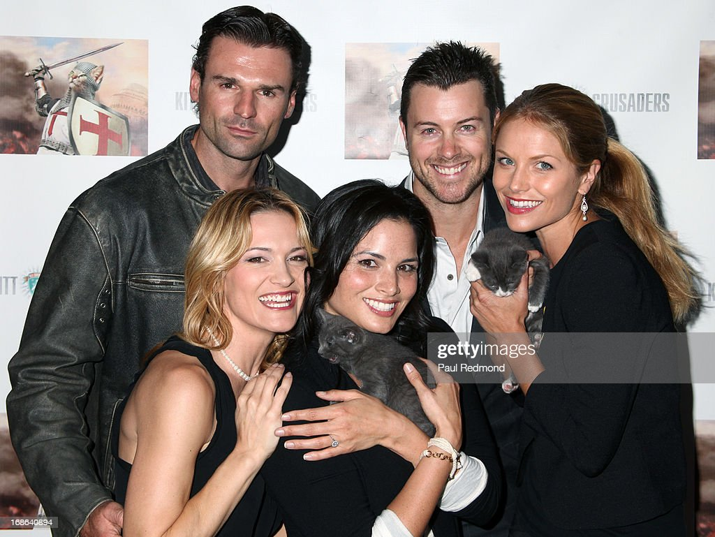 Actors Steve Dunleavy, Dan Feuerriegel, <a gi-track='captionPersonalityLinkClicked' href=/galleries/search?phrase=Ellen+Hollman&family=editorial&specificpeople=5295263 ng-click='$event.stopPropagation()'>Ellen Hollman</a>, <a gi-track='captionPersonalityLinkClicked' href=/galleries/search?phrase=Katrina+Law&family=editorial&specificpeople=4529605 ng-click='$event.stopPropagation()'>Katrina Law</a> and <a gi-track='captionPersonalityLinkClicked' href=/galleries/search?phrase=Victoria+Pratt&family=editorial&specificpeople=216541 ng-click='$event.stopPropagation()'>Victoria Pratt</a> attend the 'Cinco De Gato' charity event at La Descarga on May 5, 2013 in Hollywood, California.