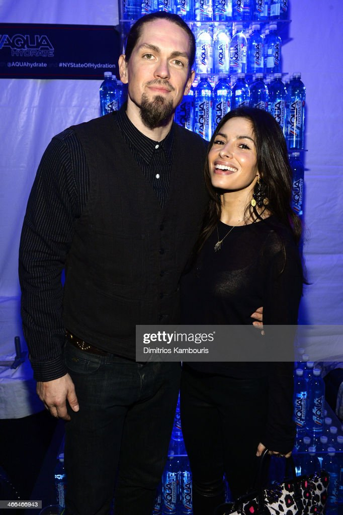 Actors <a gi-track='captionPersonalityLinkClicked' href=/galleries/search?phrase=Steve+Howey+-+Actor&family=editorial&specificpeople=4500306 ng-click='$event.stopPropagation()'>Steve Howey</a> and <a gi-track='captionPersonalityLinkClicked' href=/galleries/search?phrase=Sarah+Shahi&family=editorial&specificpeople=538555 ng-click='$event.stopPropagation()'>Sarah Shahi</a> attend Talent Resources Sports presents MAXIM 'BIG GAME WEEKEND' sponsored by AQUAhydrat, Heavenly Resorts, Wonderful Pistachios, Touch by Alyssa Milano, and Philippe Chow on February 1, 2014 in New York City.