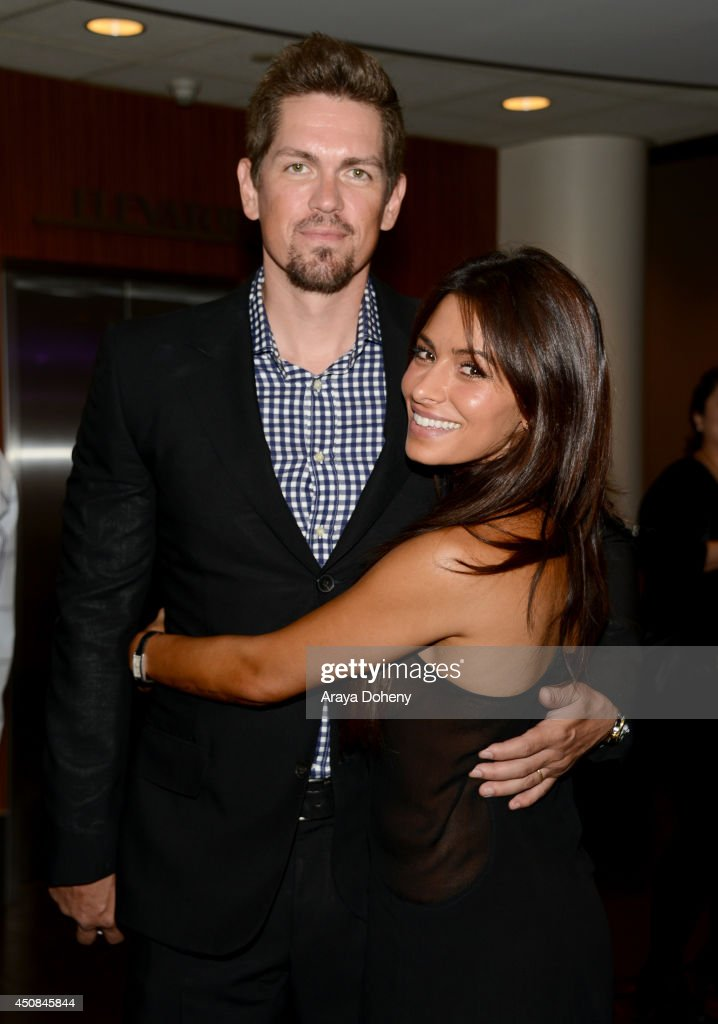 Actors <a gi-track='captionPersonalityLinkClicked' href=/galleries/search?phrase=Steve+Howey+-+Actor&family=editorial&specificpeople=4500306 ng-click='$event.stopPropagation()'>Steve Howey</a> and <a gi-track='captionPersonalityLinkClicked' href=/galleries/search?phrase=Sarah+Shahi&family=editorial&specificpeople=538555 ng-click='$event.stopPropagation()'>Sarah Shahi</a> attend the premiere of 'The Road Within' during the 2014 Los Angeles Film Festival at Regal Cinemas L.A. Live on June 18, 2014 in Los Angeles, California.