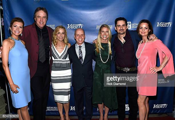 Actors Susan Yeagley and Kevin Nealon singersongwriter Sheryl Crow figure skater Scott Hamilton Tracie Hamilton of J/P HRO singersongwriter Brad...