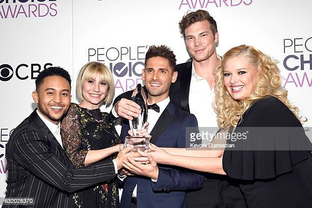 Actors Tahj Mowry Chelsea Kane JeanLuc Bilodeau Derek Theler and Melissa Peterman winner of the Favorite Cable TV Comedy Award 'Baby Daddy' pose in...