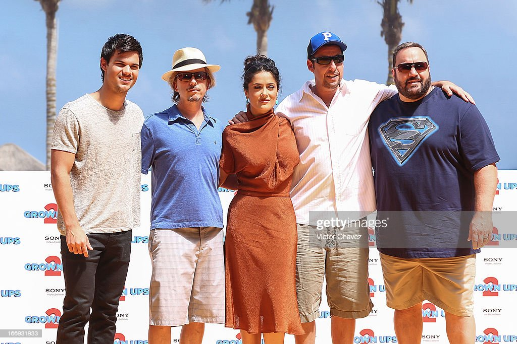 Actors <a gi-track='captionPersonalityLinkClicked' href=/galleries/search?phrase=Taylor+Lautner&family=editorial&specificpeople=228959 ng-click='$event.stopPropagation()'>Taylor Lautner</a>, <a gi-track='captionPersonalityLinkClicked' href=/galleries/search?phrase=David+Spade&family=editorial&specificpeople=209074 ng-click='$event.stopPropagation()'>David Spade</a>, <a gi-track='captionPersonalityLinkClicked' href=/galleries/search?phrase=Salma+Hayek&family=editorial&specificpeople=201844 ng-click='$event.stopPropagation()'>Salma Hayek</a>, <a gi-track='captionPersonalityLinkClicked' href=/galleries/search?phrase=Adam+Sandler&family=editorial&specificpeople=202205 ng-click='$event.stopPropagation()'>Adam Sandler</a> and Kevin James attend the 'Grown Ups 2' photocall during The 5th Annual Summer Of Sony on April 18, 2013 in Cancun, Mexico.