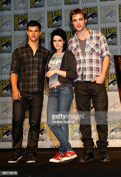 Actors Taylor Lautner Kristen Stewart and Robert Pattinson attend 'The Twilight Saga New Moon' Summit Entertainment Panel during ComicCon 2009 held...