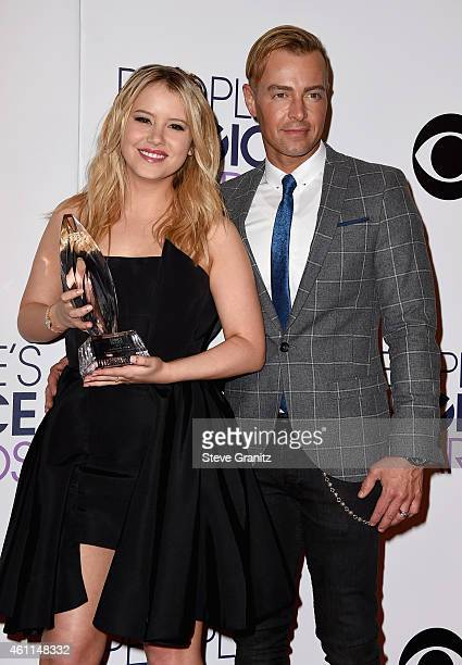 Actors Taylor Spreitler and Joseph Lawrence pose in the press room at the 41st Annual People's Choice Awards at Nokia Theatre LA Live on January 7...