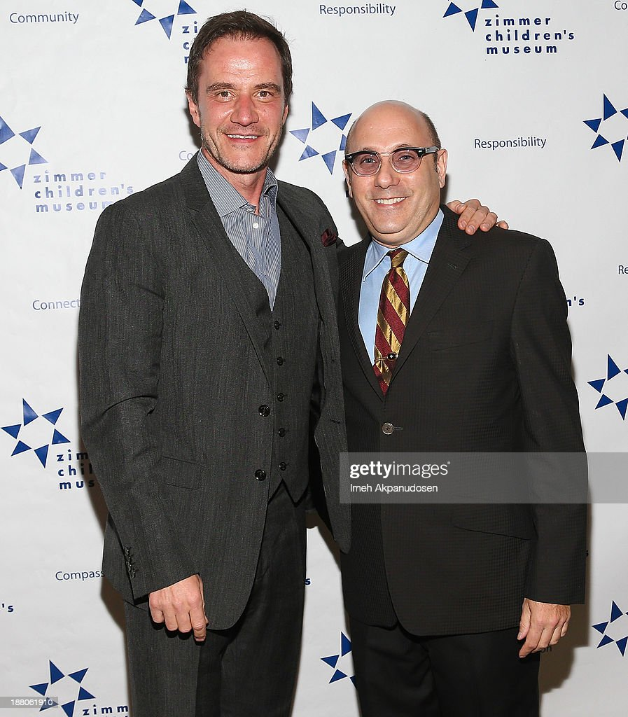 Actors <a gi-track='captionPersonalityLinkClicked' href=/galleries/search?phrase=Tim+DeKay&family=editorial&specificpeople=808885 ng-click='$event.stopPropagation()'>Tim DeKay</a> (L) and <a gi-track='captionPersonalityLinkClicked' href=/galleries/search?phrase=Willie+Garson&family=editorial&specificpeople=240616 ng-click='$event.stopPropagation()'>Willie Garson</a> attend the 13th Annual Discovery Award Dinner presented by the Zimmer Children's Museum at Beverly Hills Hotel on November 14, 2013 in Beverly Hills, California.